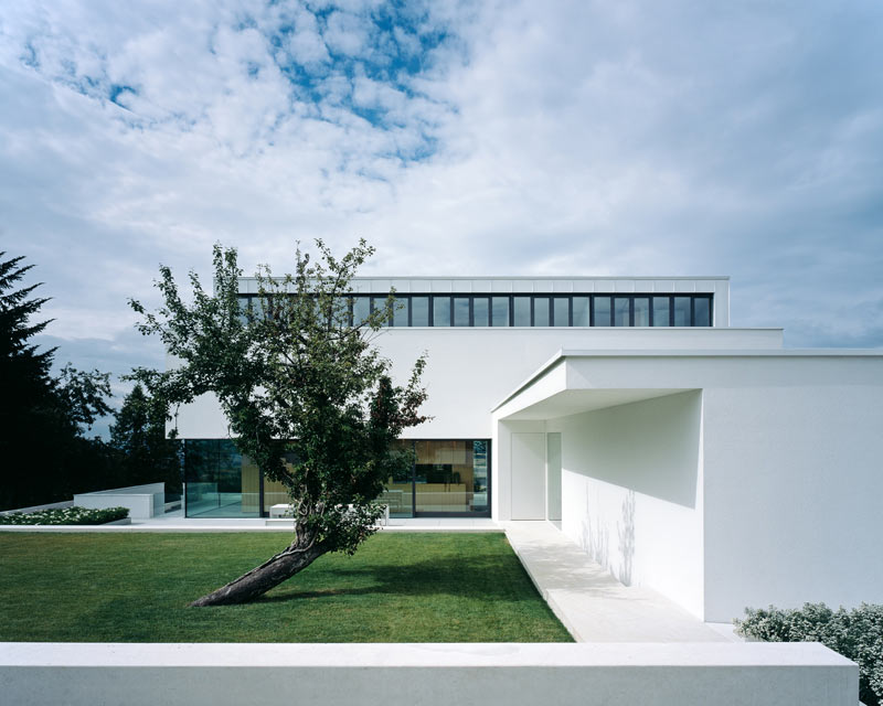 modern-white-residential-home-exterior-Philipp-Architekten-4
