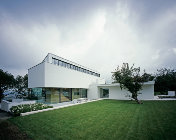 modern-white-residential-home-exterior-Philipp-Architekten-5