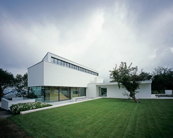 modern-white-residential-home-exterior-Philipp-Architekten-5
