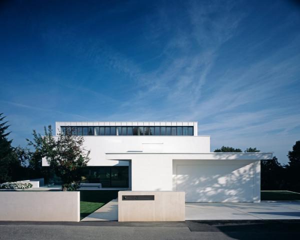 modern-white-residential-home-exterior-Philipp-Architekten-6