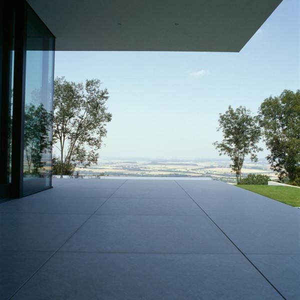 modern-white-residential-home-exterior-Philipp-Architekten-9