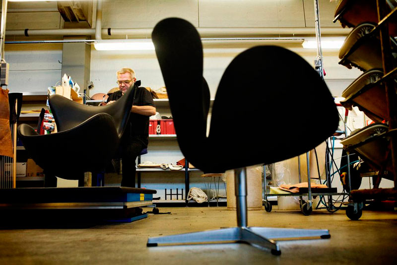 swan-chair-manufacturing