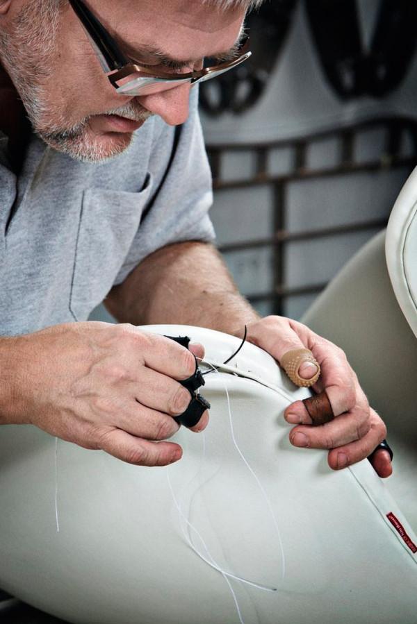 swan-chair-upholstery-foam-inspection