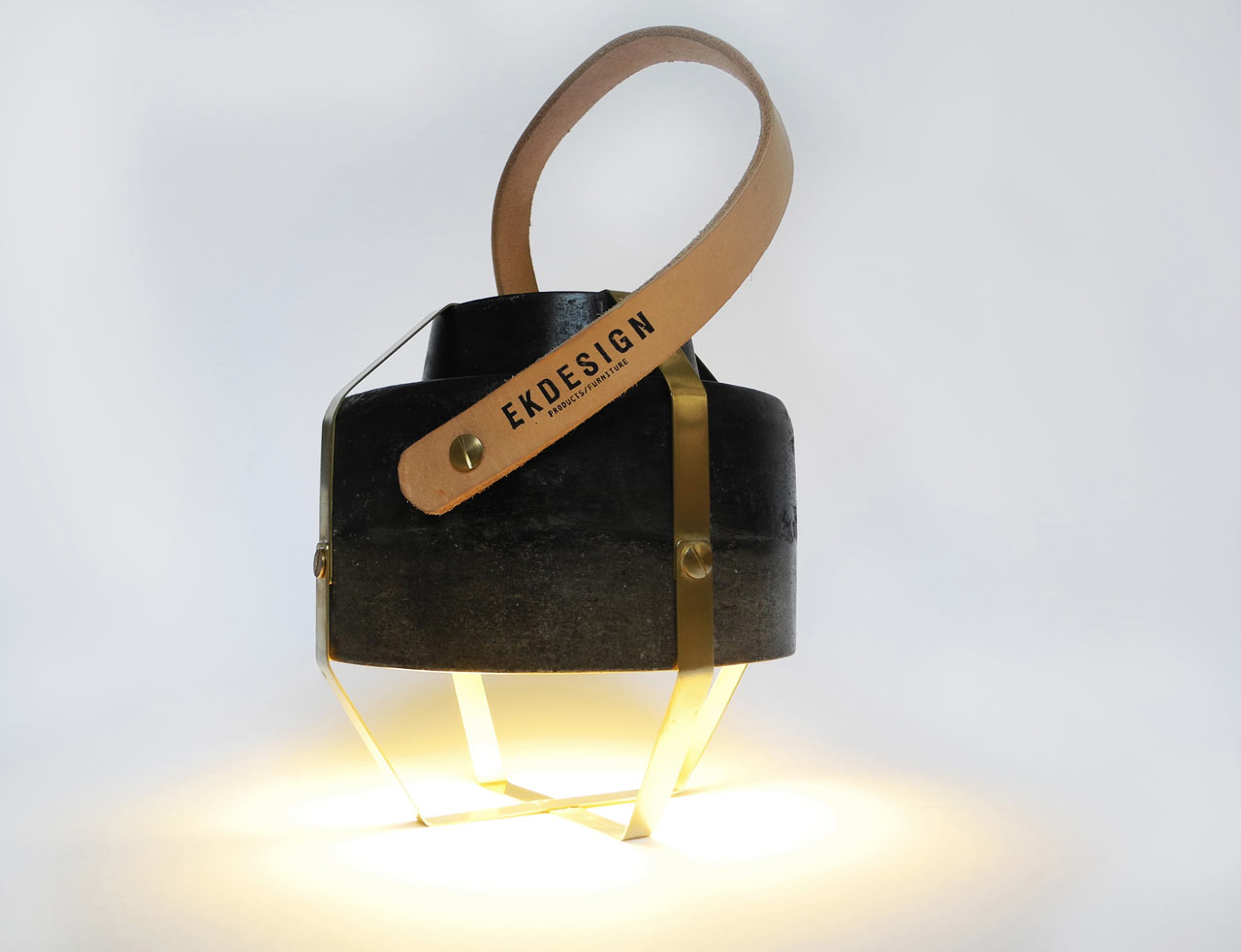 wander-lamp-leather-hand-held