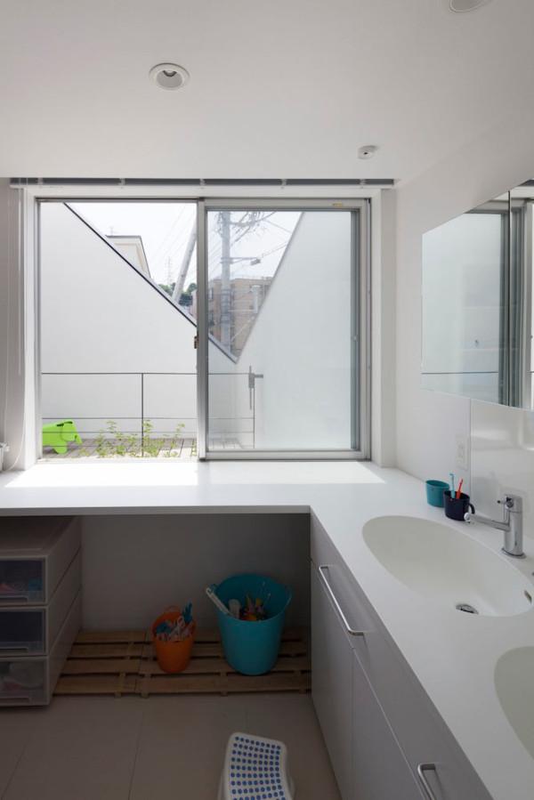 House-in-Ofuna-Level-Architects-19-bath
