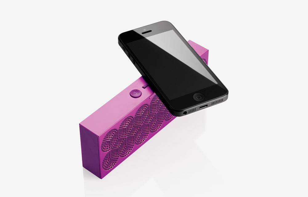 MINI-JAMBOX-Jawbone-8-withphone