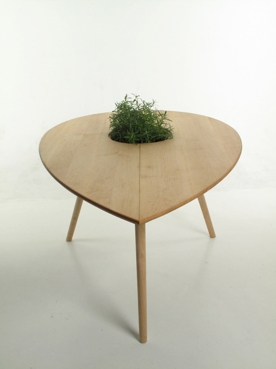 Philipp-Von-Hase-2-Spire-Table