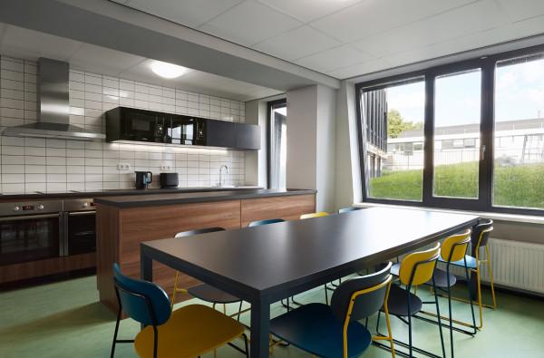 The-Student-Hotel-Amsterdam-5-kitchen