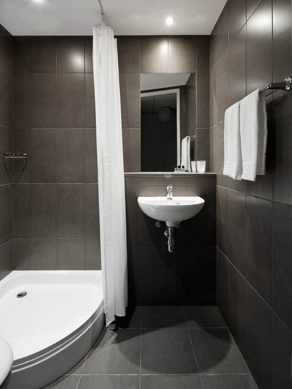The-Student-Hotel-Amsterdam-7-bathroom
