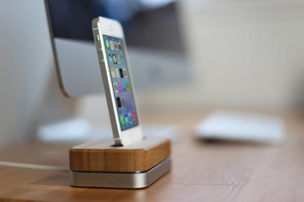 iphone-dock-bamboo-steel-3