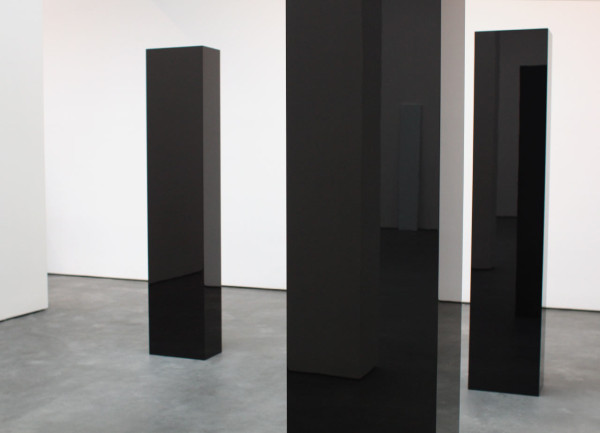 "John McCracken, ""Six Columns"", 2006 (reflecting ""Earth Speed"", 1987)"