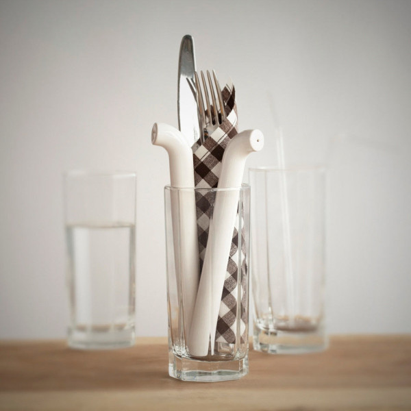 straw-salt-pepper-shakers-4