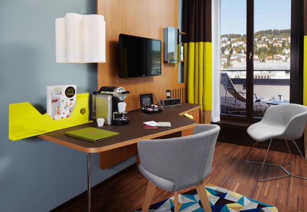 25-Hours-Hotel-Zurich-16-desk