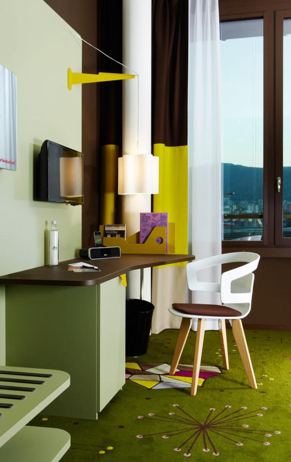 25-Hours-Hotel-Zurich-8-room-desk