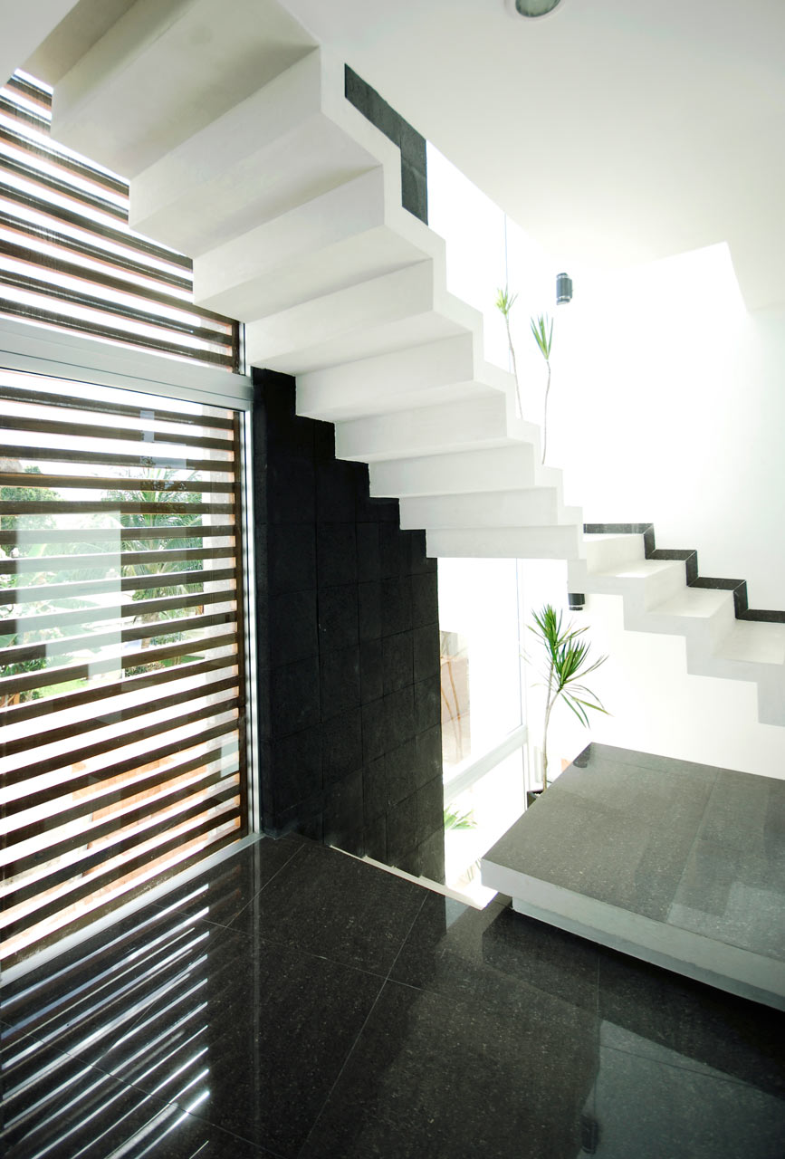 CUMBRES-DOCE-House-SOSTUDIO-Sergio-Orduna-Architects-13-STAIRS