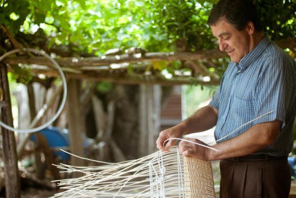 Made-in-Mimbre-Claesson-Koivisto-Rune-Lamps-11-weaving