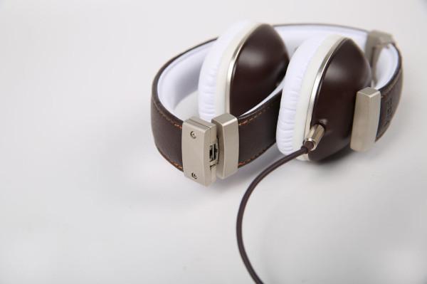 Polk-headphones-9-Hinge_BROWN