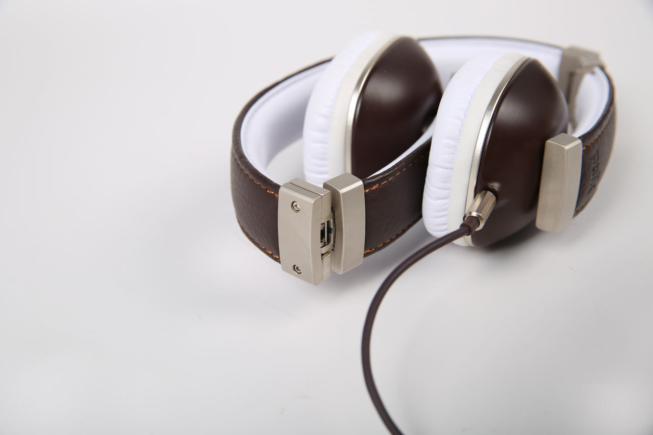 Polk-headphones-9-Hinge_BROWN