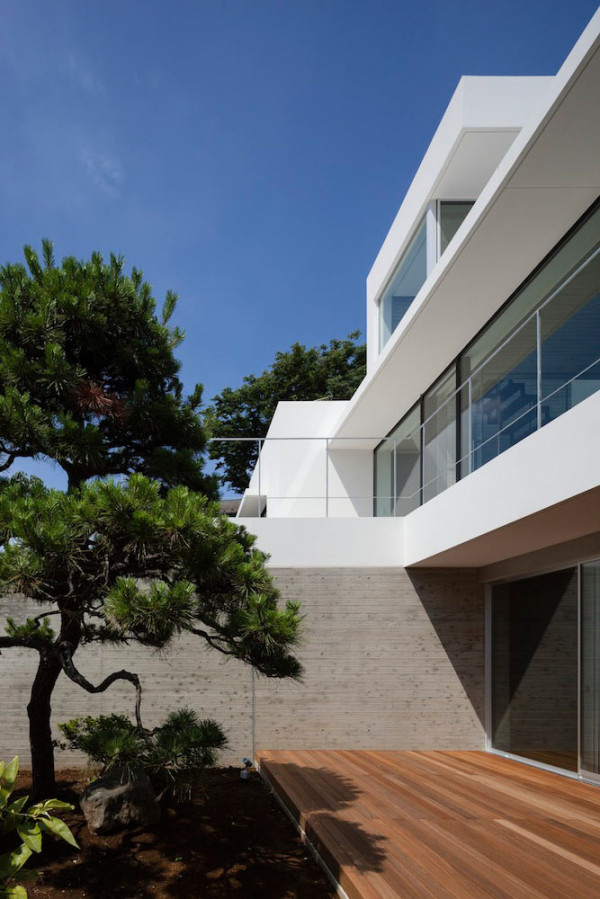 House in Shinoharadai by Tai and Associates  in main architecture  Category