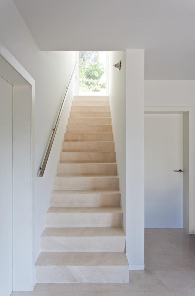 Vallvidrera-House-YLAB-arquitectos-5-stairs