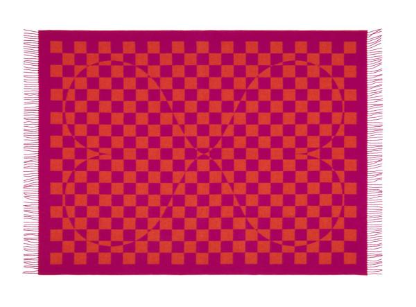 Vitra-Blankets-2-Girard-pink