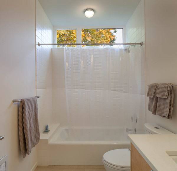 Chris-Pardo-Method-Homes-Marrowstone-Island-14-bathroom