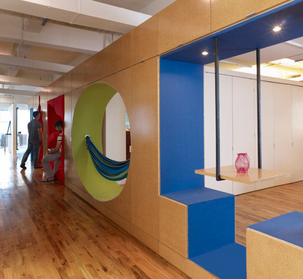 GoGo-squeeZ-Playful-Office-9-hammock
