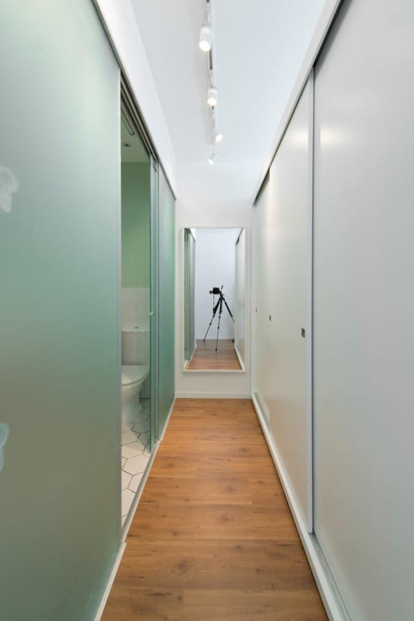 House-in-Israel-Raanan-Stern-13-hallway