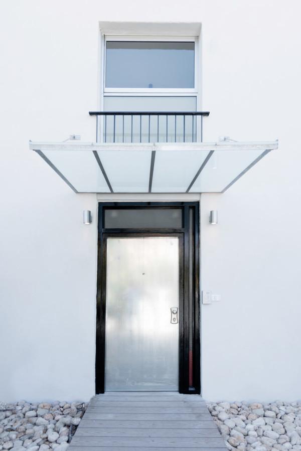 House-in-Israel-Raanan-Stern-21-door