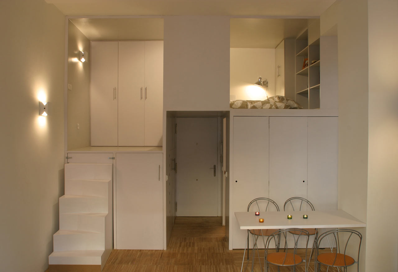 A Small Office Becomes a Private Apartment