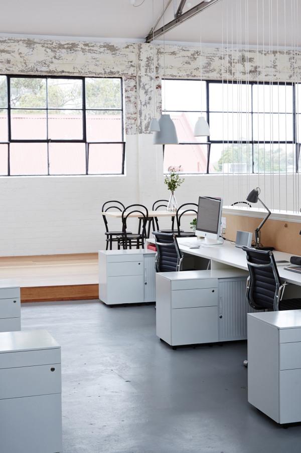 Maike-Design-Studio-Studio-Sisu-workspace