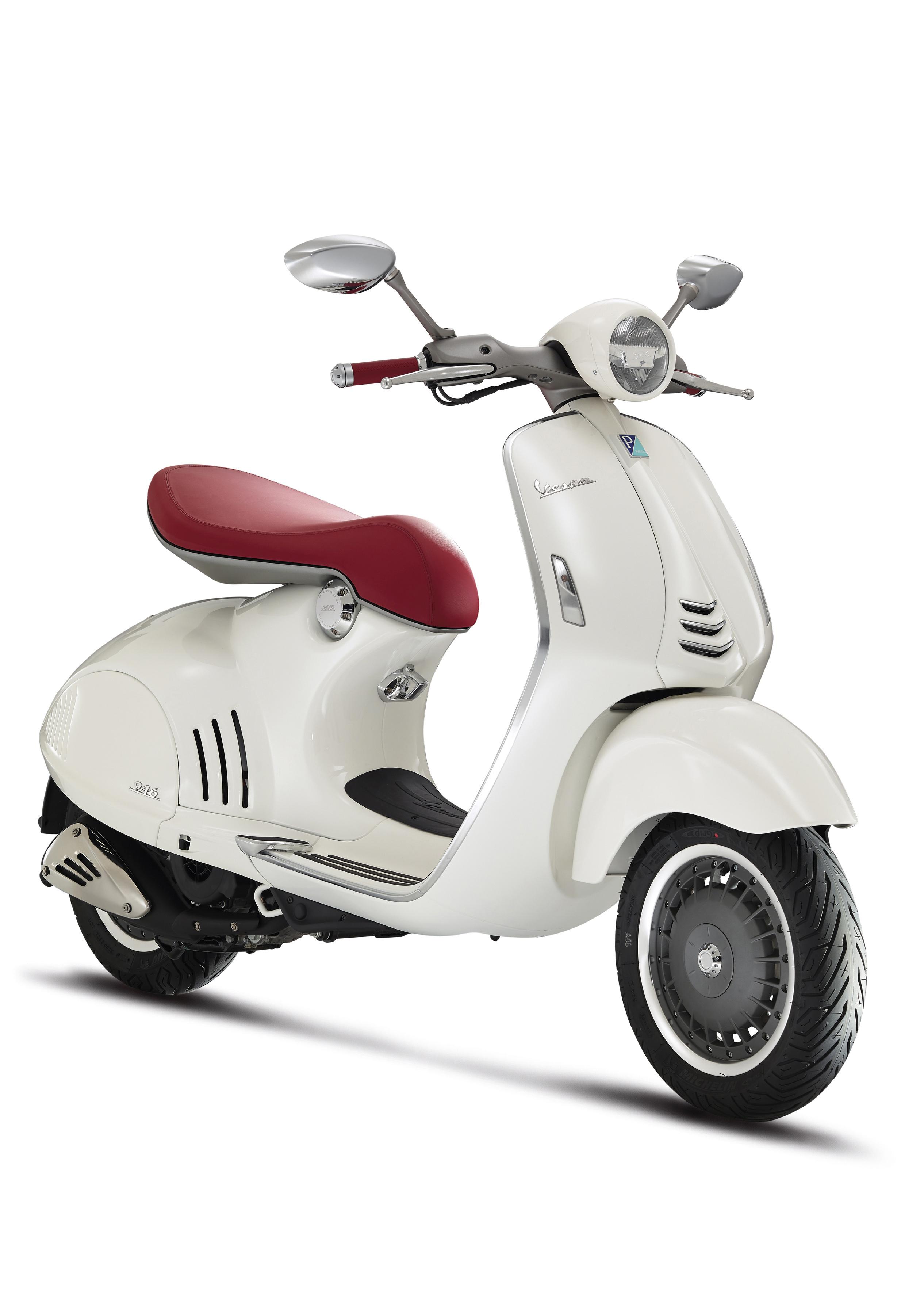 Vespa 946 White