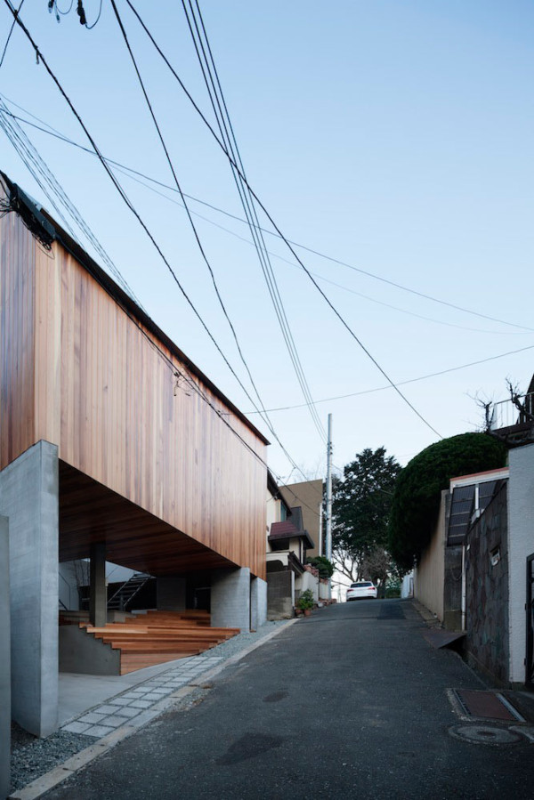 A Floating House with a Gallery Open to the Community in main architecture  Category