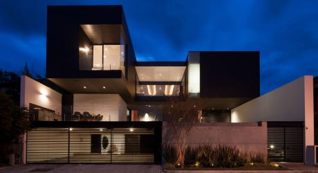 CH House by GLR Arquitectos