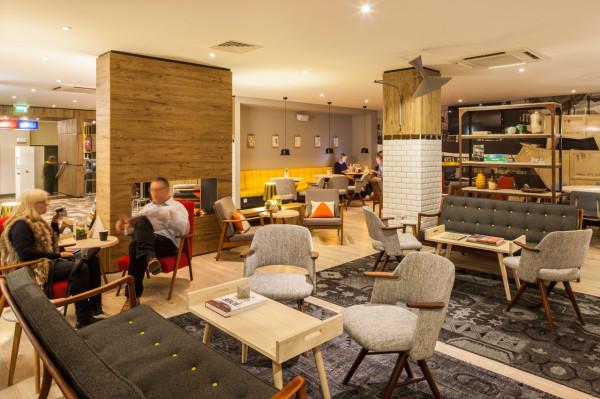 Destin-QBic-Hotel-London-Blacksheep-3