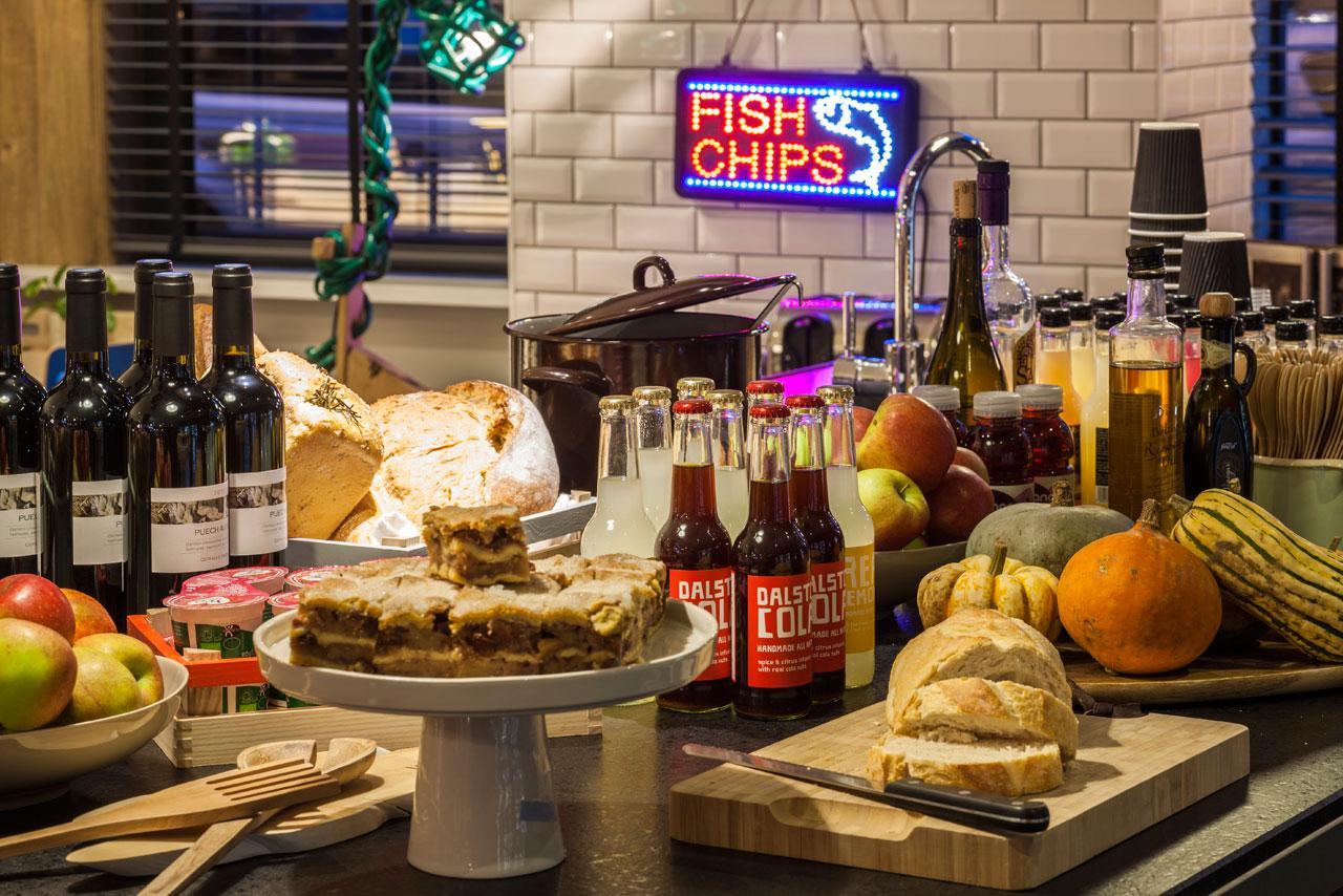 Destin-QBic-Hotel-London-Blacksheep-9-snacks