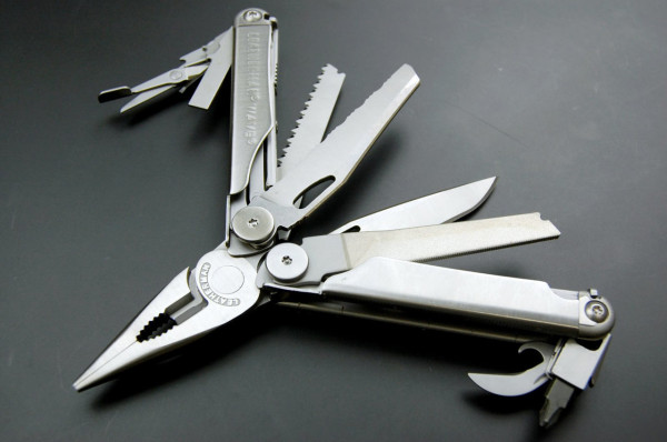 F5-Sebastian-Conran-2-Leatherman-Wave