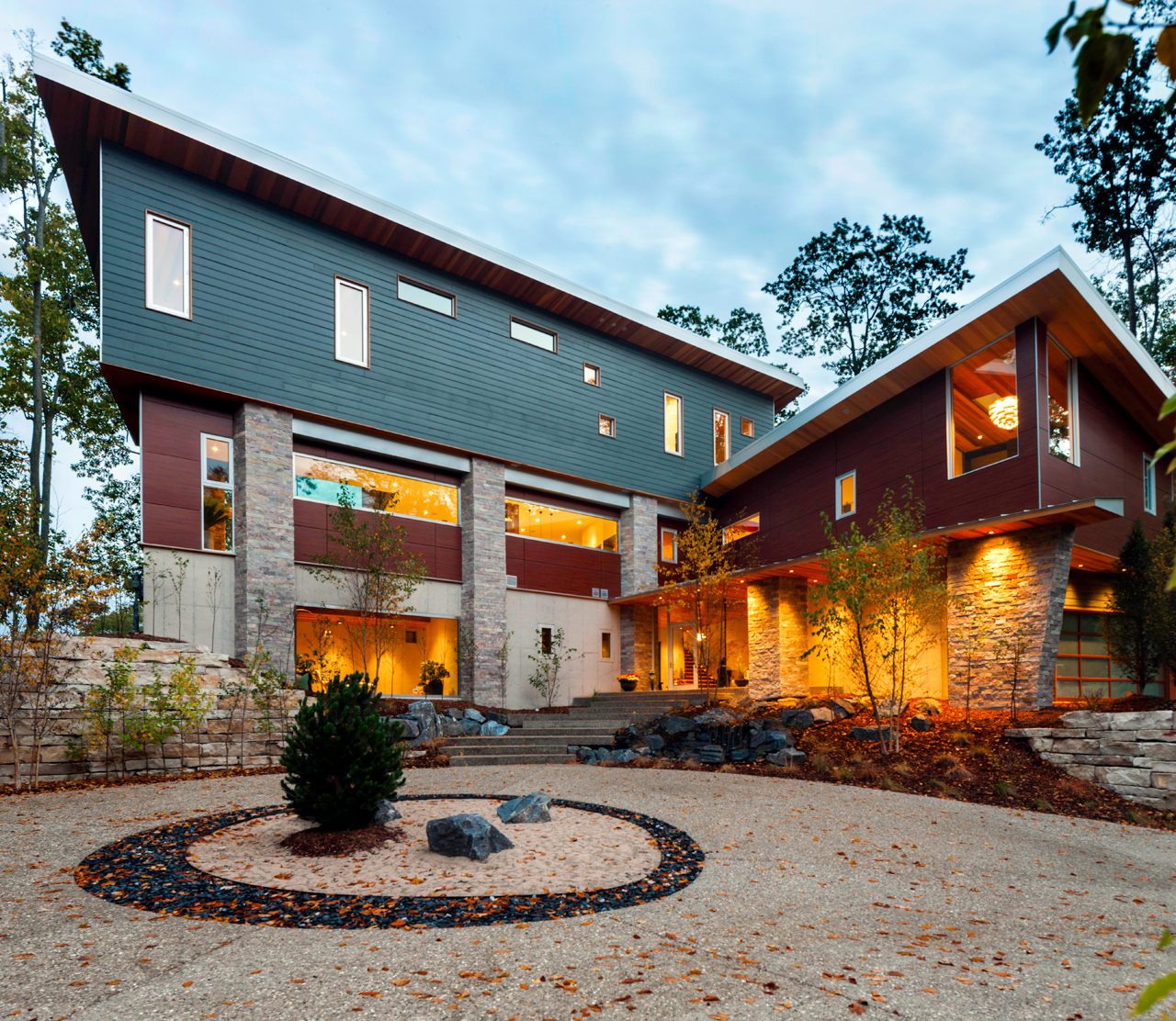 Sustainable Michigan Retreat Inspired by the Elements