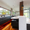 M-22-House-Michael-Fitzhugh-8-kitchen
