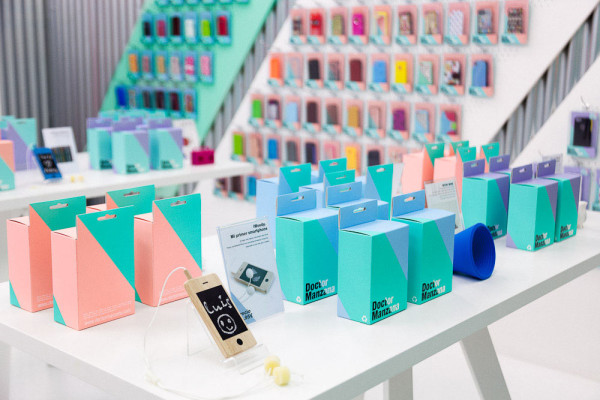 Doctor Manzana: A Gadgets Store Gets a Graphic Redesign in main interior design  Category