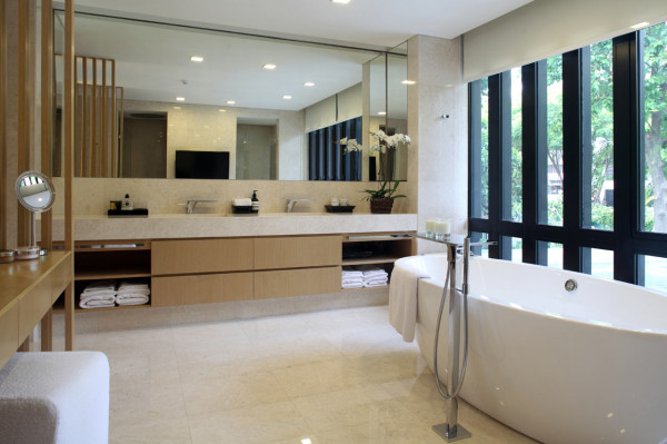 One-Tree-Hill-House-Ong-Ong-11-bath