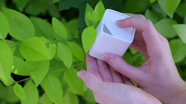 SwatchMate-Color-Capturing-Cube-4-leaf