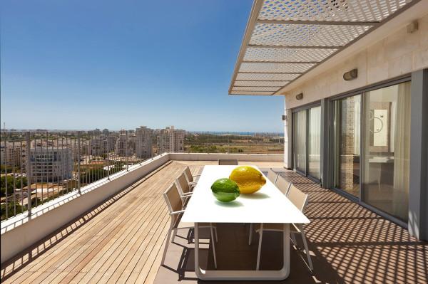Urban-Apartment-Michal-Schein-8-outdoor