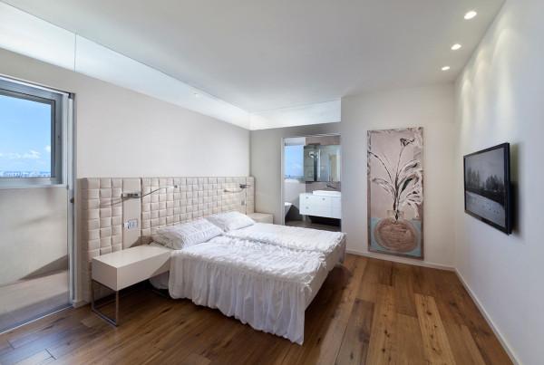Urban-Apartment-Michal-Schein-9-bedroom