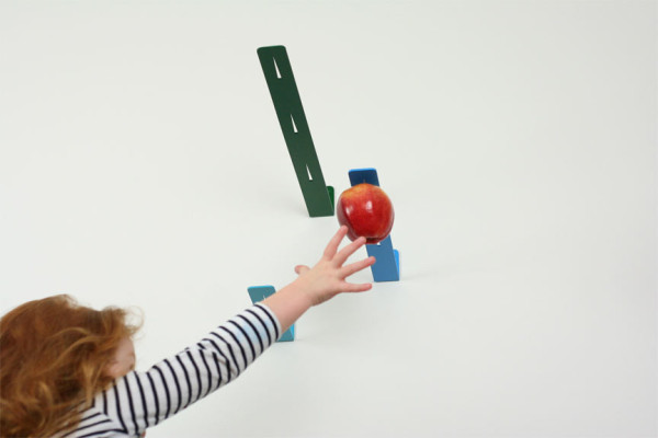 newton-apple-holder-3