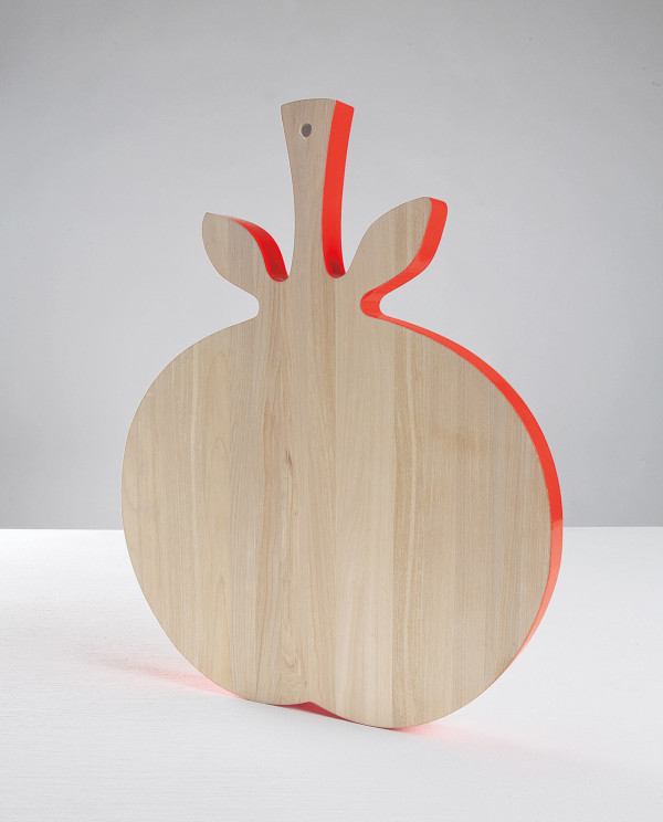 tomato-wooden-cutting-board