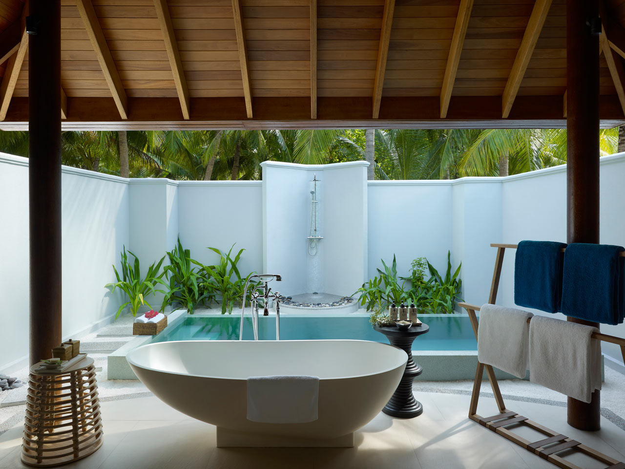 Dusit-Thani-Maldives-Hotel-Resort-17