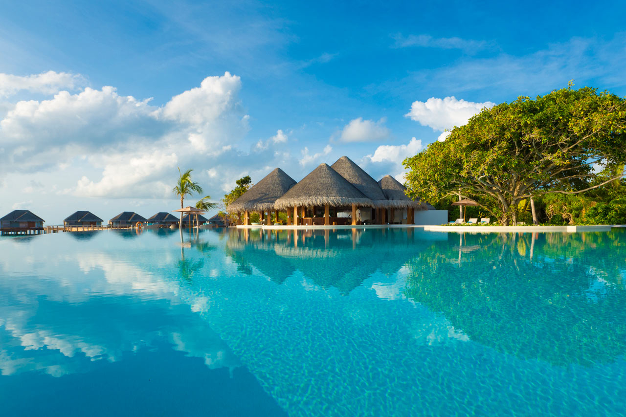 Dusit-Thani-Maldives-Hotel-Resort-18-main-pool