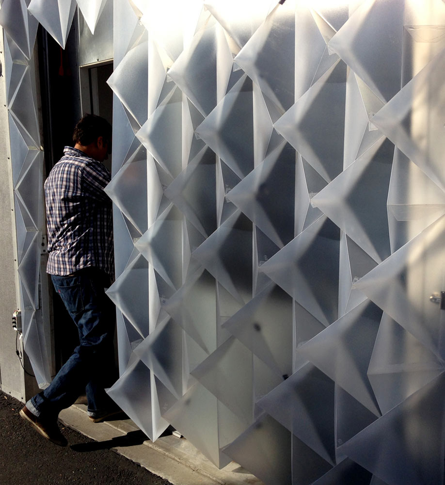 An Interactive, Temporary Building Façade by Mahsa Vanaki