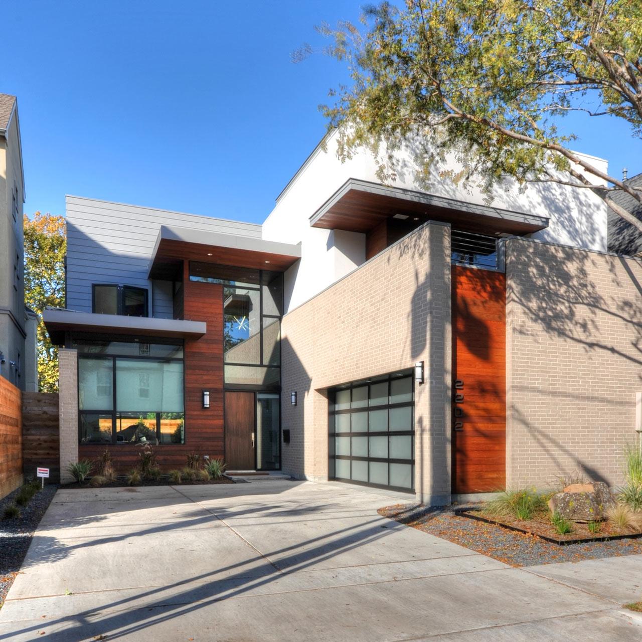 A Houston Residence Breaking the Neighborhood Mold